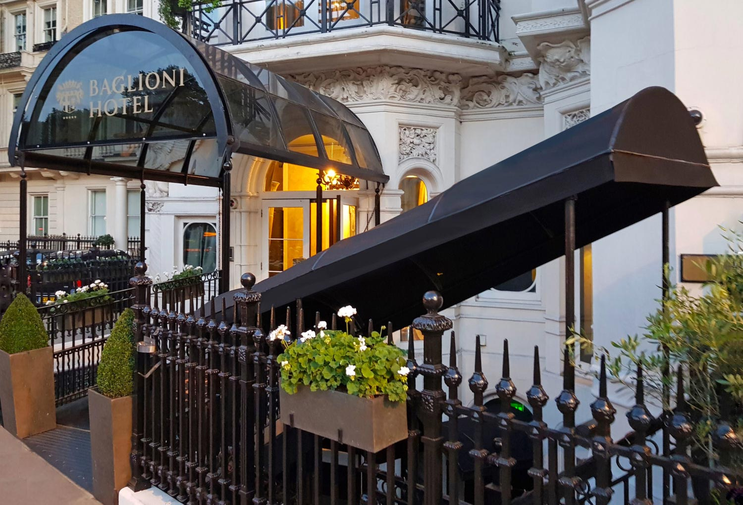 Deans hotel entrance canopy