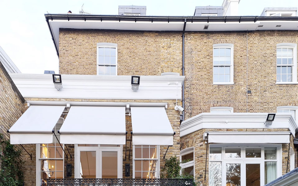 Traditional greenwich awning with valance for residential property in London